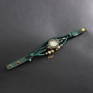 Женские часы на экстравагантном ремешке